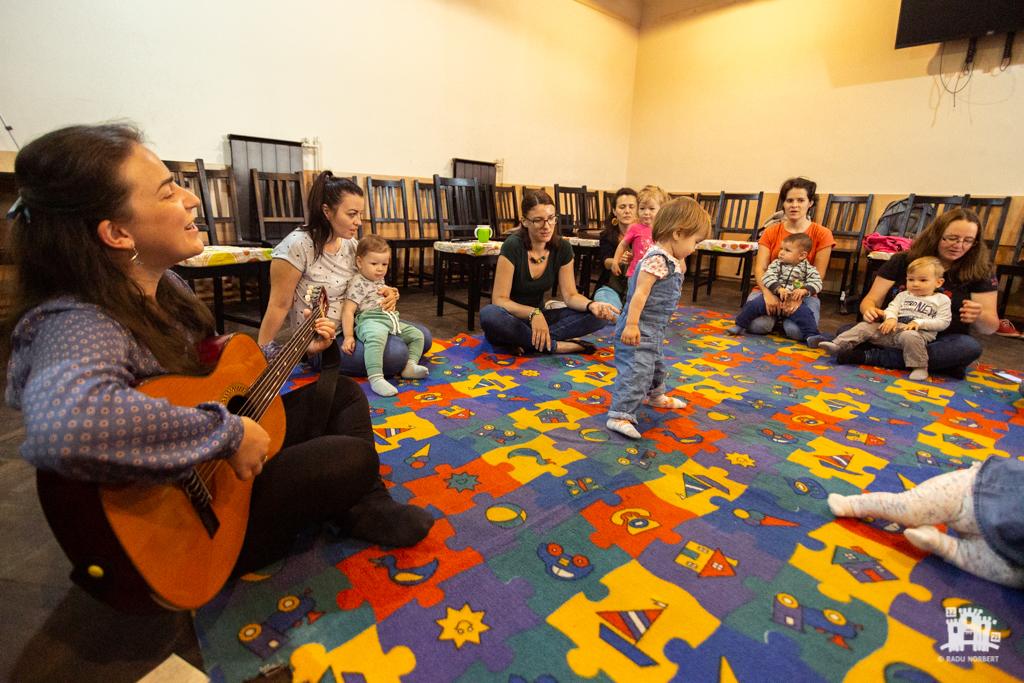 În leagăn – Program pentru copii oferit de György Tünde