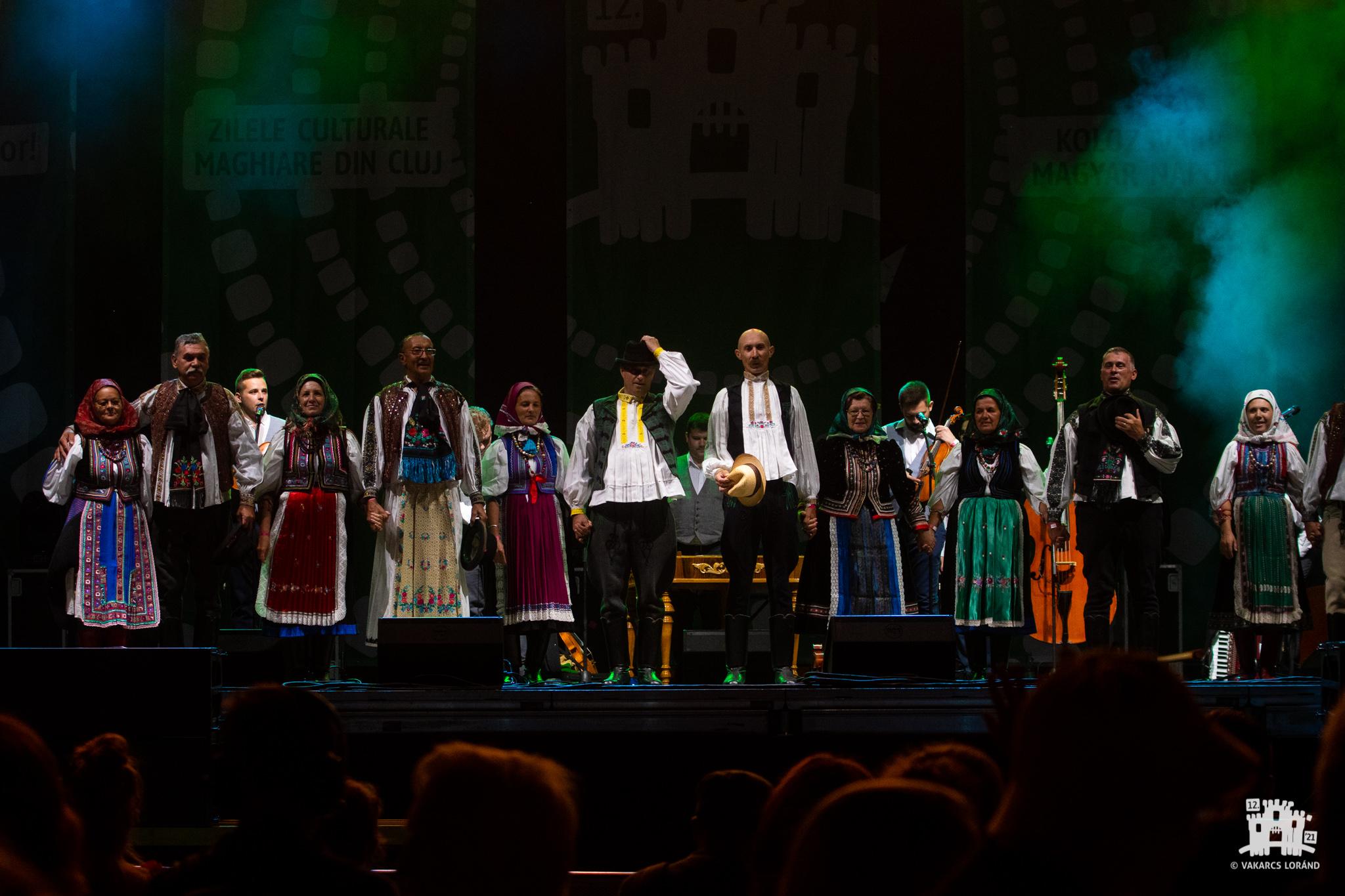 Ansamblul de muzică populară Tokos Zenekar şi prietenii acestuia